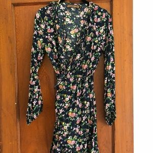 Dresses & Skirts - Floral long sleeve wrap dress